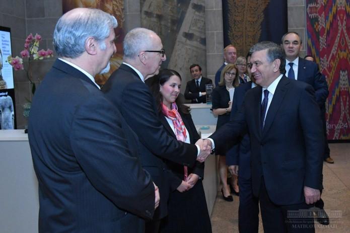 Президент Шавкат Мирзиёев посетил галерею искусства в Вашингтоне