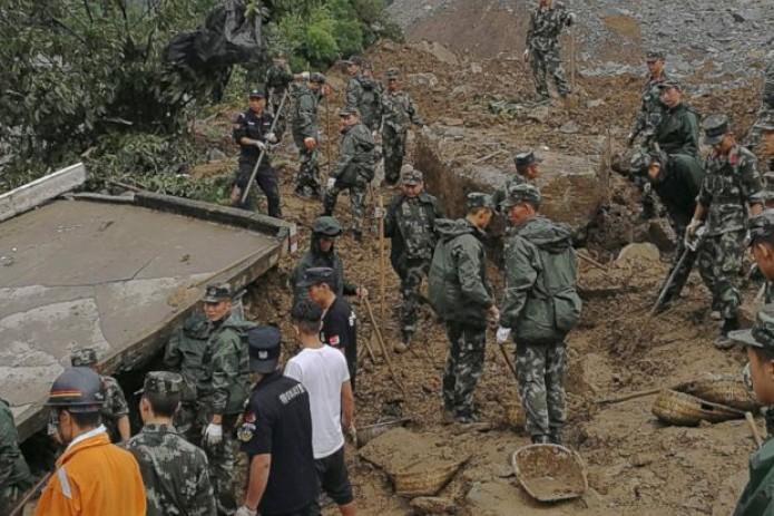Сход оползня в КНР, 3 погибших