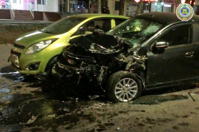 В Ташкенте столкнулись сразу 5 автомобилей