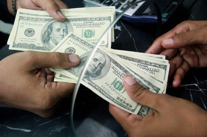 Объем денежных переводов в Узбекистан достиг почти $900 млн