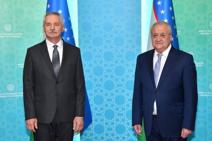 Глава МИД Абдулазиз Камилов принял нового посла Венгрии Дьюлу Ковача