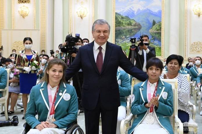Шавкат Мирзиёев наградил паралимпийцев орденами и медалями, а также присвоил почетные звания