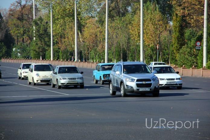 В Узбекистане водителей обязали ездить днем с включенными фарами