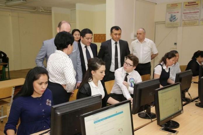 В школах Ташкента апробировали электронные журналы и дневники Kundalik