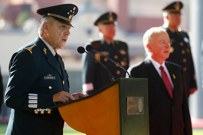В Лос-Анджелесе за наркоторговлю задержали экс-министра обороны Мексики