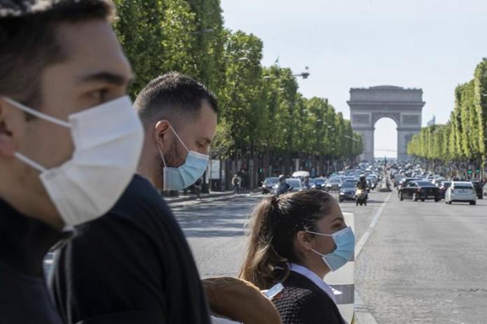 Во Франции решили увеличить штрафы для бросающих на улице маски