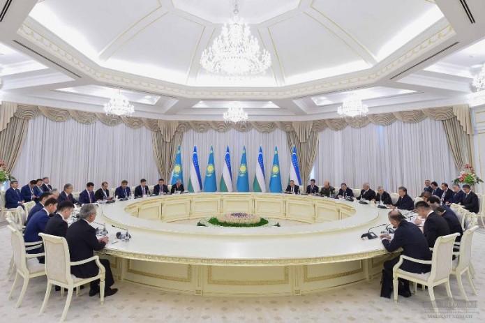 Президенты Шавкат Мирзиёев и Касым-Жомарт Токаев провели переговоры