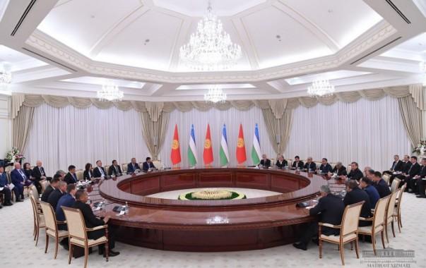 Главы Узбекистана и Кыргызстана продолжили переговоры в расширенном составе
