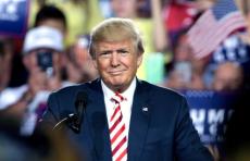 «Это не для меня». Трамп рекомендовал носить маски, но сам не будет