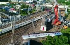 На Тайване сошел с рельсов поезд, погибли десятки человек (Видео)