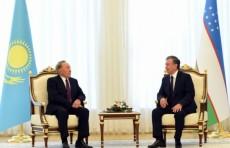 Президенты Узбекистана и Казахстана провели встречу в узком формате