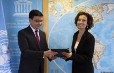 Умид Шадиев вручил верительные грамоты Генеральному директору ЮНЕСКО