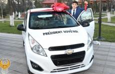 Медалистам Всемирной шахматной олимпиады подарили автомобили