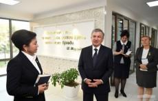 """Президент Шавкат Мирзиёев посетил центр """"Оила"""" в Термезе"""