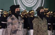 В военном параде в Саудовской Аравии впервые приняли участие солдаты-женщины