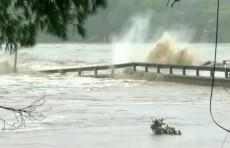 Из-за наводнений в Техасе объявлена эвакуация (Видео)