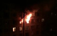 В Подмосковье школьница выбросила трехлетнюю сестру из окна горящей квартиры - видео