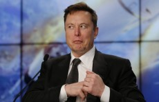 Илон Маск впервые стал самым богатым человеком в мире