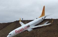 Boeing 737-800 выкатился за пределы взлетно-посадочной полосы в турецком аэропорту