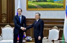 Шавкат Мирзиёев принял делегацию РФ во главе с Денисом Мантуровым