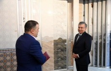 Президент посетил предприятие «Ориент керамик» в Чиланзарском районе