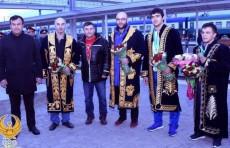 Сборная Узбекистана по тяжелой атлетике вернулась с чемпионата мира