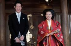 Японская принцесса лишилась своего титула из-за свадьбы с простым работником (Видео)