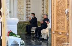 Шавкат Мирзиёев посетил могилу Ислама Каримова