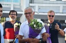 Нового главного тренера сборной Узбекистана по футболу встретили в аэропорту