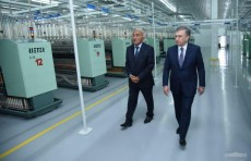 Шавкат Мирзиёев ознакомился с деятельностью текстильного кластера «Khantex Group»