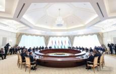 Главы Узбекистана и Таджикистана провели встречу в расширенном составе