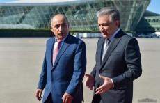Президент Шавкат Мирзиёев прибыл в Азербайджан