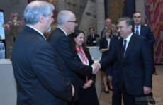 Президент Шавкат Мирзиёев Вашингтондаги санъат галереясини кўздан кечирди