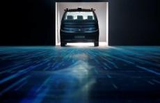 Французский стартап представил такси-робота