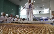В Турции приготовили самую большую пахлаву