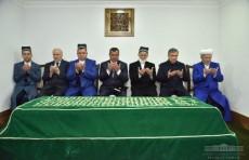 Президент Шавкат Мирзиёев посетил мавзолей Имама Бухари
