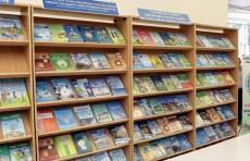Кто в школах обеспечивается бесплатными учебниками?