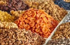 Узбекистан будет экспортировать в США сухофрукты и орехи