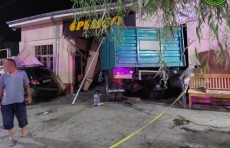 В Андижане пьяный водитель грузовика наехал на Matiz и Spark. Есть пострадавшие