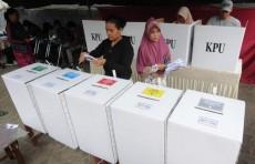 """Жертвами """"переутомления"""" при подсчете голосов на выборах в Индонезии стали свыше 300 человек"""