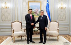 Шавкат Мирзиёев принял председателя города Душанбе Рустама Эмомали
