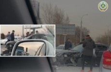 Рядом с парком Ашхабад в столице столкнулись четыре автомобиля