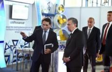 Шавкат Мирзиёев посетил Промышленную ярмарку и кооперационную биржу