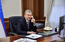 Шавкат Мирзиёев побеседовал по телефону с Лолой Муротовой и поздравил ее с праздником