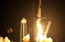 """Новая эра. Корабль """"Драгон"""" компании SpaceX с астронавтами отправился на МКС"""