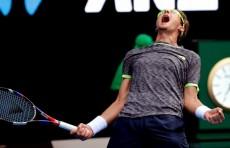 Теннисист Денис Истомин стал победителем турнира в Чикаго