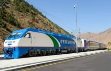 Женщина с тремя детьми бросилась под поезд в Навои