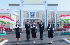 Узбекистан построил в Таджикистане современную школу