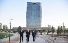Шавкат Мирзиёев ознакомился с ходом работ по строительству конгресс-холла и гостиницы в Tashkent City