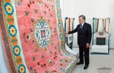 Президент ознакомился с деятельностью шелкопрядильного предприятия